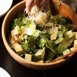 Caesar Salad Recipe: The Quick & Simple Way