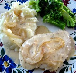 A plate of mashed potatoes and chicken
