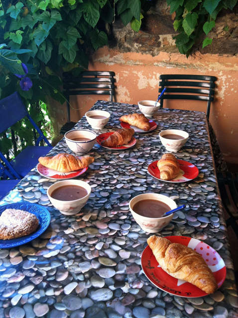 collioure breakfast croissants