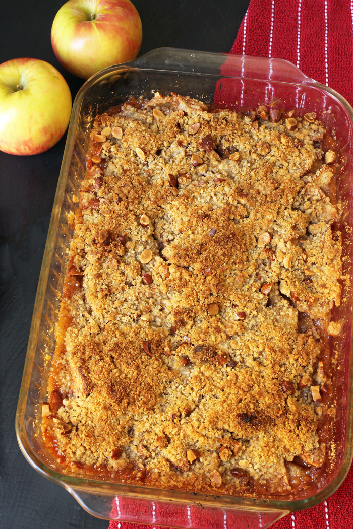 pyrex pan of slab apple pie