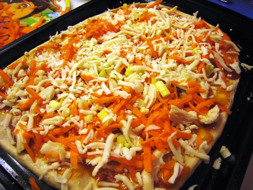 A unbaked pizza on a tray