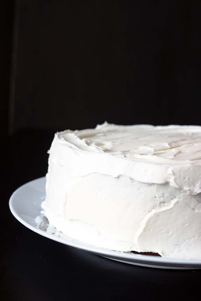 white layer cake with white buttercream frosting
