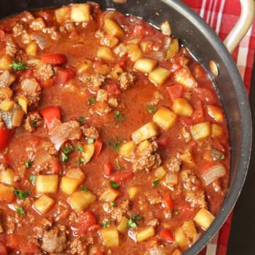 a pot of vegetable bolognese