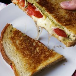 grilled cheese sandwich with tomato and pesto