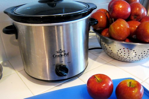 crockpot next to bowl of apples