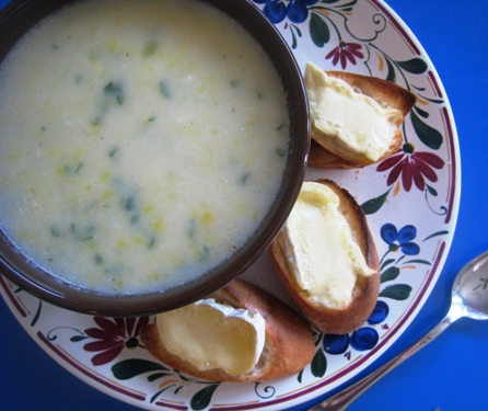A bowl of soup, with Brie toasts
