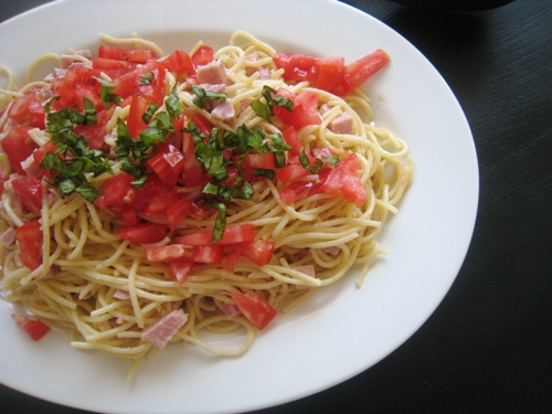 Creamy noodles with ham and tomatoes sm