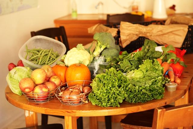 Grocery Geek: December, Week 3 - A real live look at feeding 8 people healthier food on a budget.