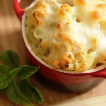 red ramekins with macaroni