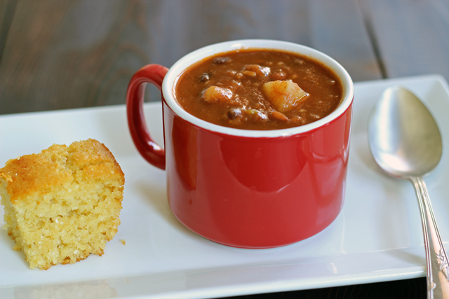 Crockpot Chili Bean Soup - Spend ten minutes prepping tonight's dinner. This crockpot chili bean soup is a crowd-pleaser.