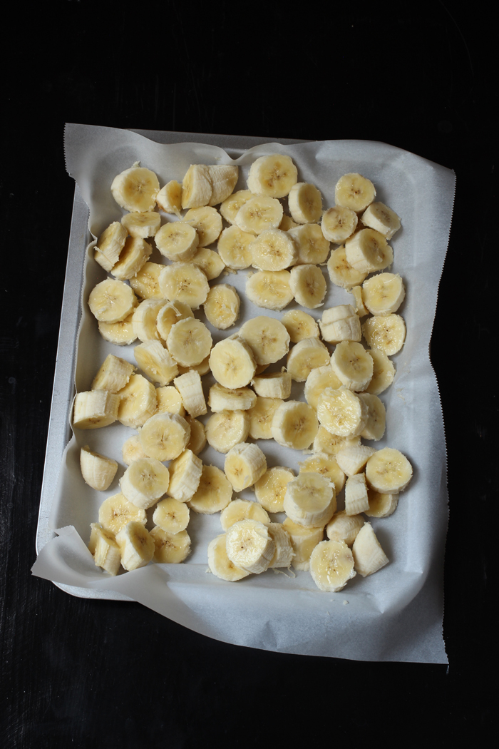 bananas on a tray to freezer