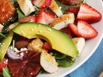 Spinach Salad with Chicken and Strawberries