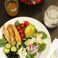 greek salad with chicken