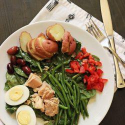 A plate of niçoise salad