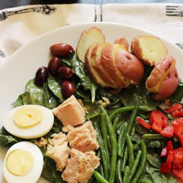 A plate of Salade Nicoise