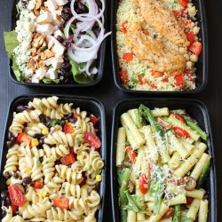 salads in meal prep boxes