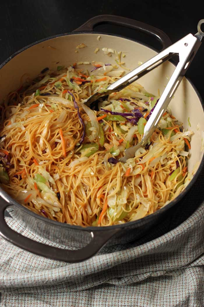 cooked chow mein in pot