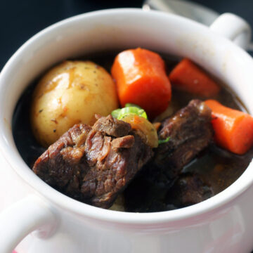 closeup of beef in guinness stew