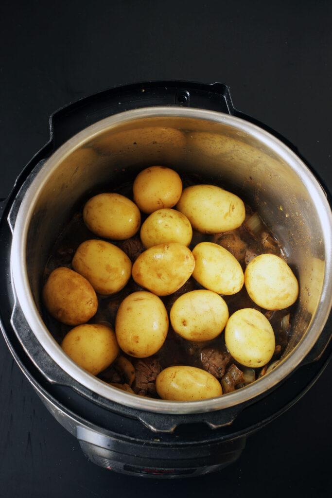 potatoes atop beef